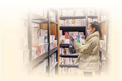 <p>    2月13日,农历正月初二,位于银川建发大阅城的一家书店内,前来阅读、购书的市民络绎不绝。新春伊始,不少人走进书店或图书馆,在知识的海洋中度过充实宁静的春节假期。</p> <p>    本报记者 马楠 摄</p>